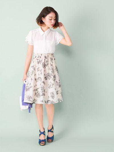 シンプルな肩フリルブラウスと花柄スカートのレトロガーリーコーデで、これだけでオシャレを楽しめる!