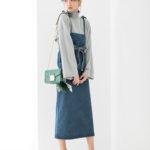 デニムワンピースと相性の良いグリーンをバッグに投入する春スタイル♡